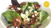 salade met gedroogde tomaat, feta en walnoot